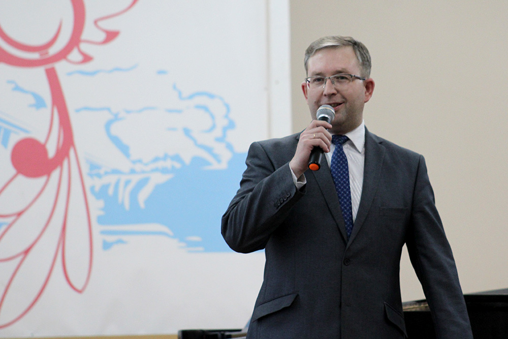 Зам.директора по учебной работе В.В.Миль