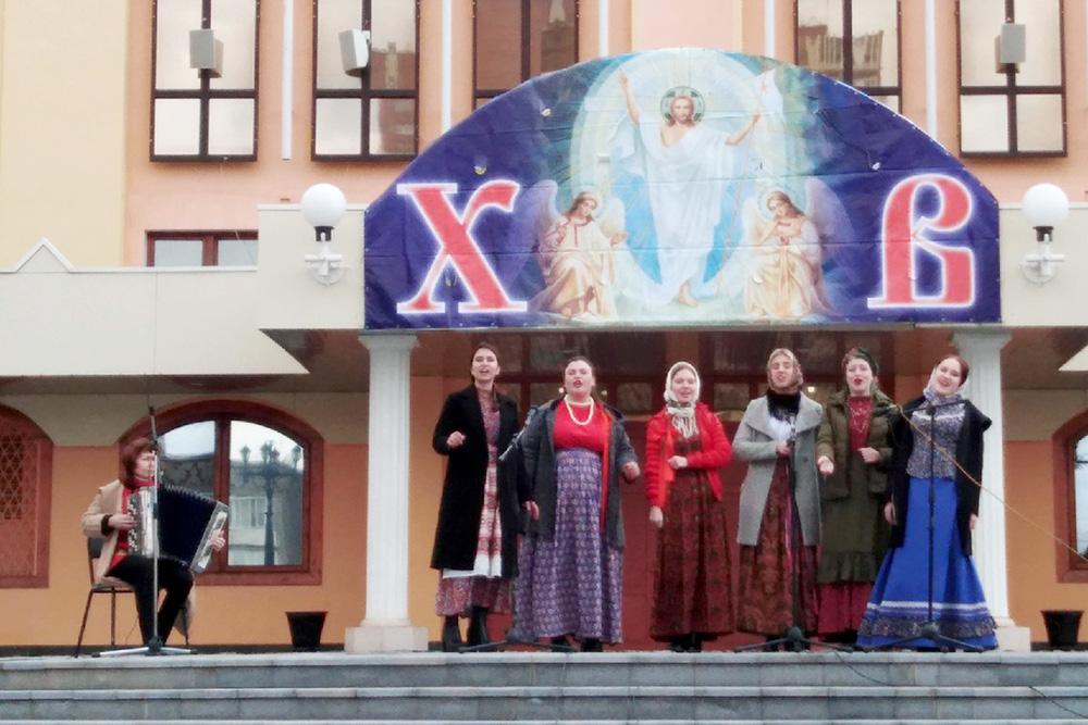 Пасха на площади Братского драматического театра