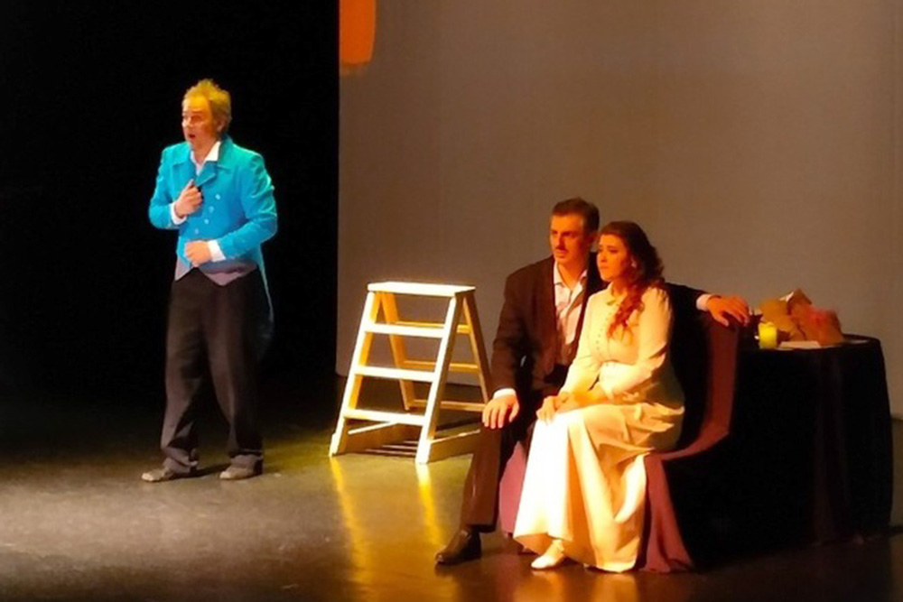 Спектакль ансамбля «Тебе поемъ» в Братском драмтеатре